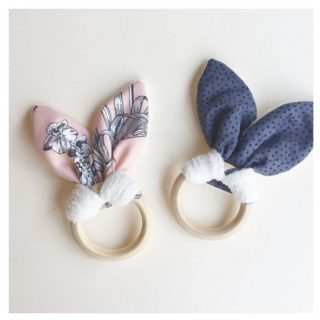 Happy Easter 🐣🐇🐰   AND if you're a fan of bunnies all year round (just like we are) - our Taylor teething rings gives your little ones the best of both worlds. A soft, chewable bunny ear made from soft organic fabric for comfort and a natural organic untreated wood ring to provide greater relief. These rings are beautifully handmade in Melbourne by our Sister Huong.   Support local and Australian made products and shop on our Marketplace! Link in bio